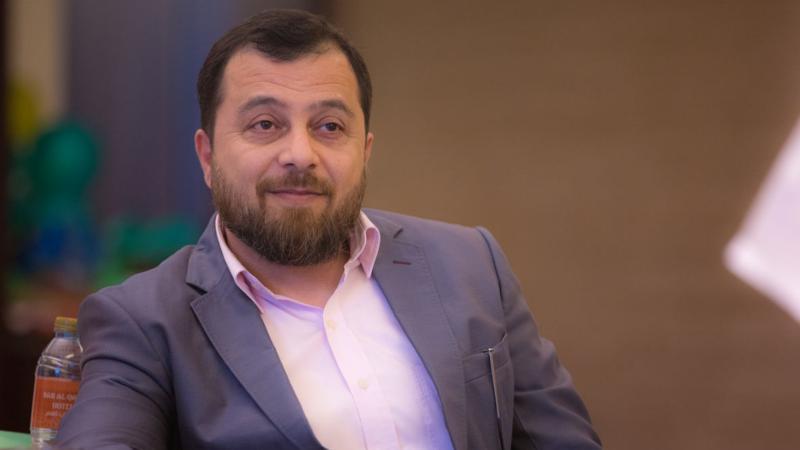 الدكتور محمد متابعا ومشرفا على العروض التدريبية