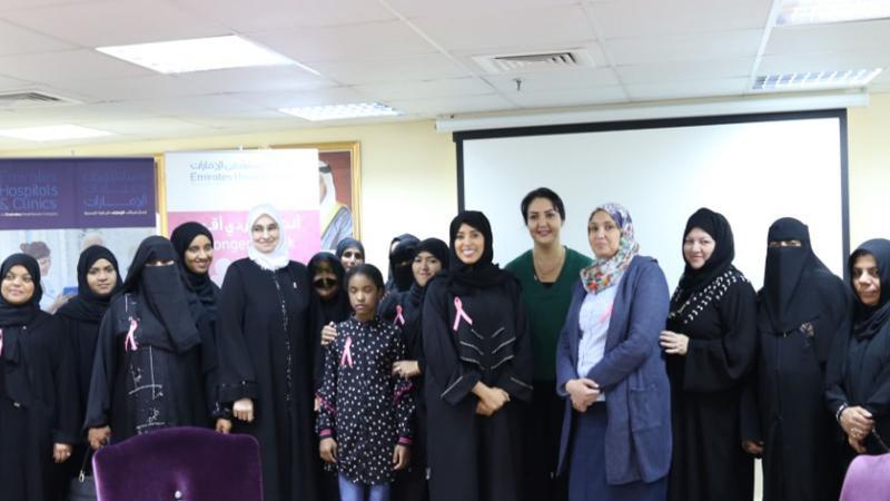 المدربة الخبيرة زينب المطوع ومشاركة في ورشة تدريبية وتوعوية في اليوم العالمي لسرطان الثدي