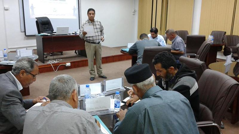 المدرب جمعة محمد سلامة يختتم دورة القيادة الوقائية لموظفي صندوق الضمان الإجتماعي