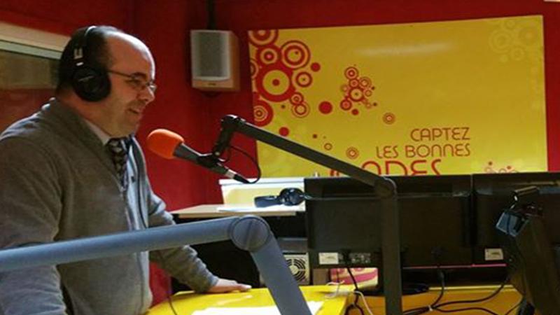 """برنامج """"مجتمعنا"""" يستضيف المدرب عادل عبادي في حلقة بعنوان """"القيم بين الفرد والمجتمع"""" على أثير إذاعة CAP RADIO"""