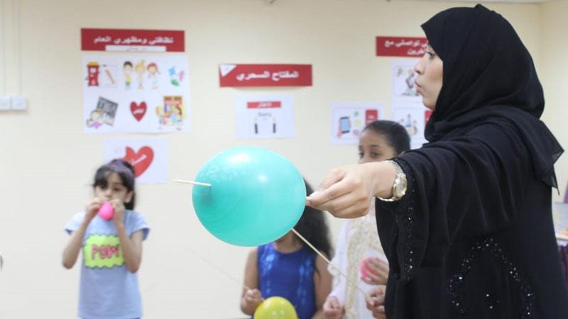 المدربة الأولى زينب المطاوع تقدم لمجموعة من الشباب الناشئ دورة فن الإتيكيت ومهارات التواصل