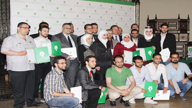 توزيع شهادات الحضور للدفعتين 17و18 لشهادة CMA الأمريكية، وتكريم الناجحين مع الدكتور علاء صالحاني