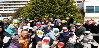 سوريا - اللاذقية: أزهار مختلفة تتفتح على شاطئ مدينة اللاذقية معلنة الانطلاقة نحو التغيير