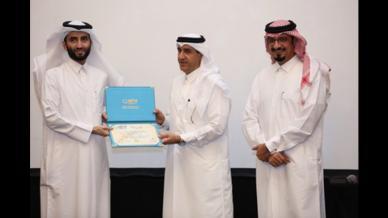 المدرب حمزة الدوسري وتكريمه من وزارة الصحة القطرية