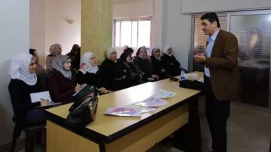 """المدرب راتب أبو هنا في دورة تدريبية بعنوان """" إدارة الحياة"""""""